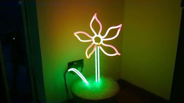 una lampada a forma di fiore