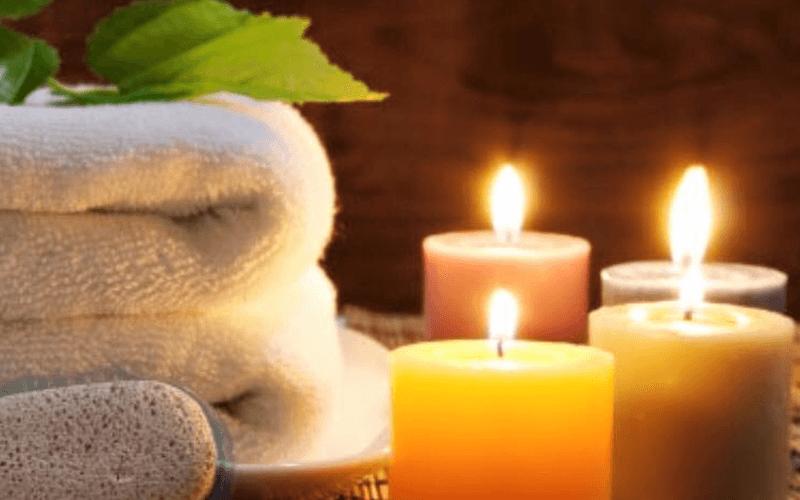 delle asciugamani e candele profumate