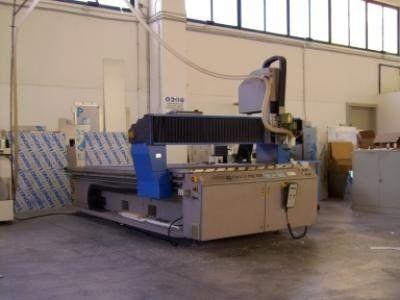 macchina per lavorazione della plastica