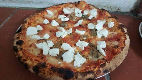 Pizza alla salsiccia al Tavolo