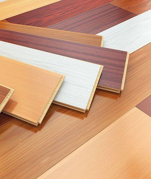 Diversi tipi dei listoni in legno per pavimenti a Parma