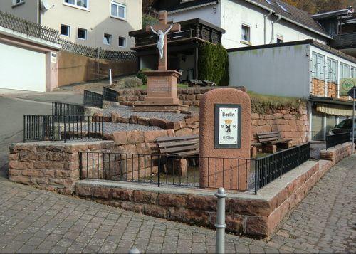 Anlage vor dem Friedhof