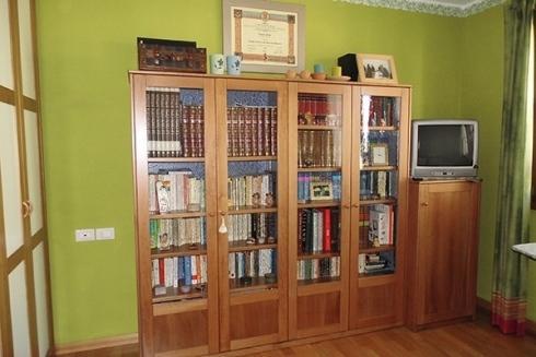 libreria in legno e mobile per Tv