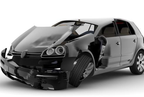 Auto incidentata con la parte anteriore sinistra danneggiata