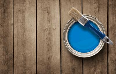 vernice blu con pennello