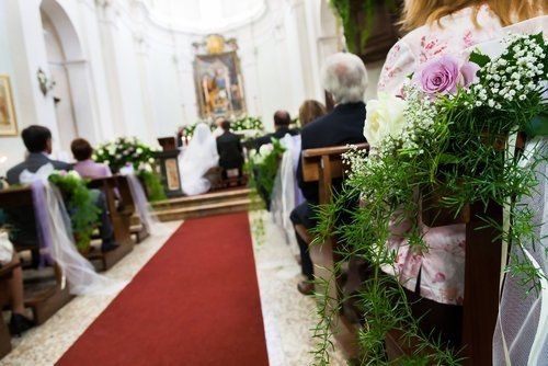 Eleganti addobbi floreali per matrimoni