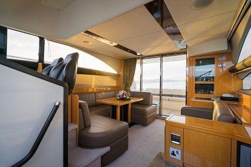 Mobilio di uno yacht realizzato in legno