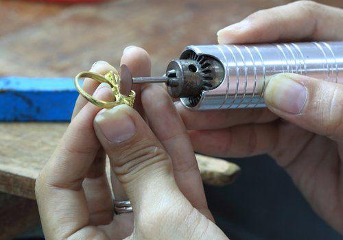 Riparazione gioielli al laboratorio orafo