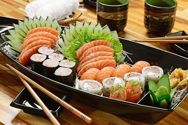 una barchetta di sushi