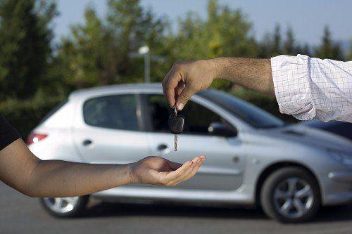 consegna delle chiavi di un'automobile