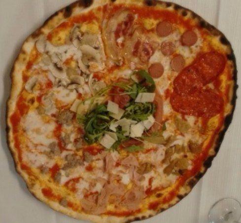 pizza margherita, pizza napoletana, pizza cotta a legna