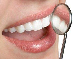 Sorriso con specchietto da dentista