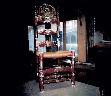 mobili antichi, oggetti preziosi, oggetti in legno
