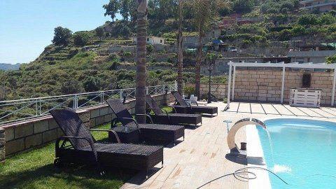 piscina in vetroresina monoblocco