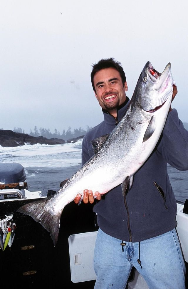 Salmon fishing in ucluelet bc canada pacific waters for Salmon fishing canada