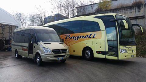 un pullman e un minivan a marchio Bagnoli