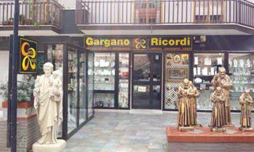 Vista dall'esterno del negozio Gargano & Ricordi
