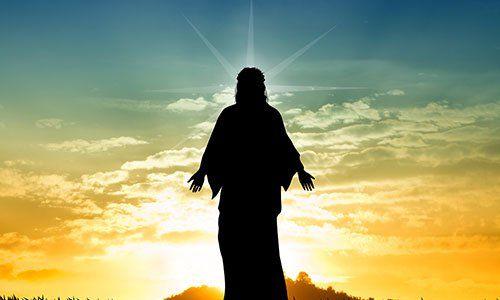 Sagoma di Gesù con un tramonto di sfondo