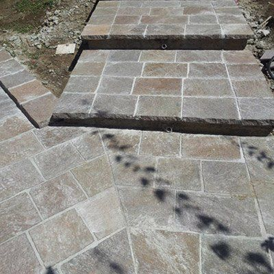 scalinata esterna in pietra
