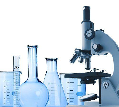 microscopio e alcune provette