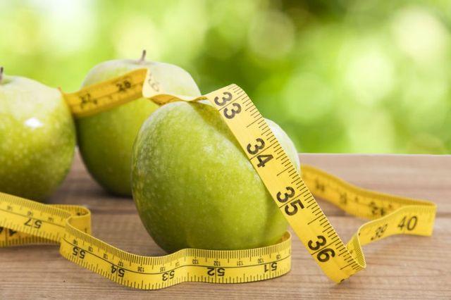 delle mele verdi e un centimetro