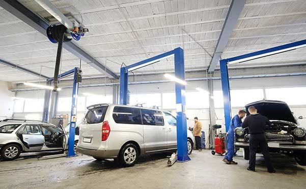 Le rotaie del tetto consentono di spostare le macchine senza muovere l'auto