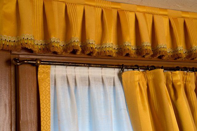 tende gialle per finestra