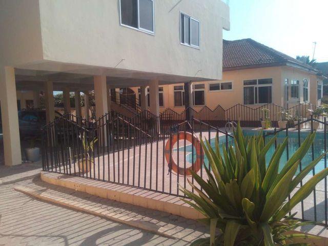 villa 7 outside and pool