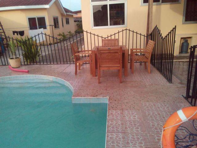 villa 3 pool and furniture