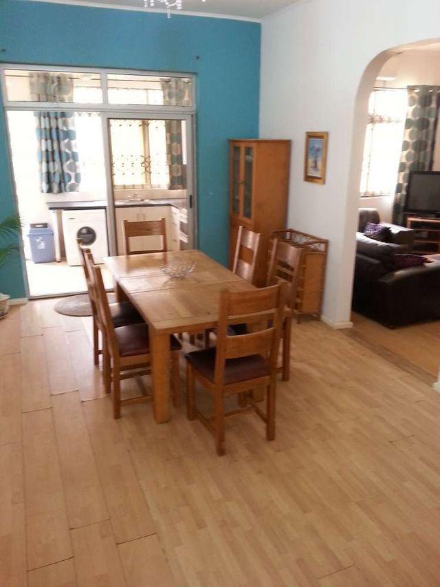 villa 3 kitchen table
