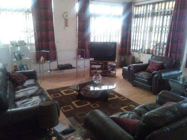 villa 2 living room