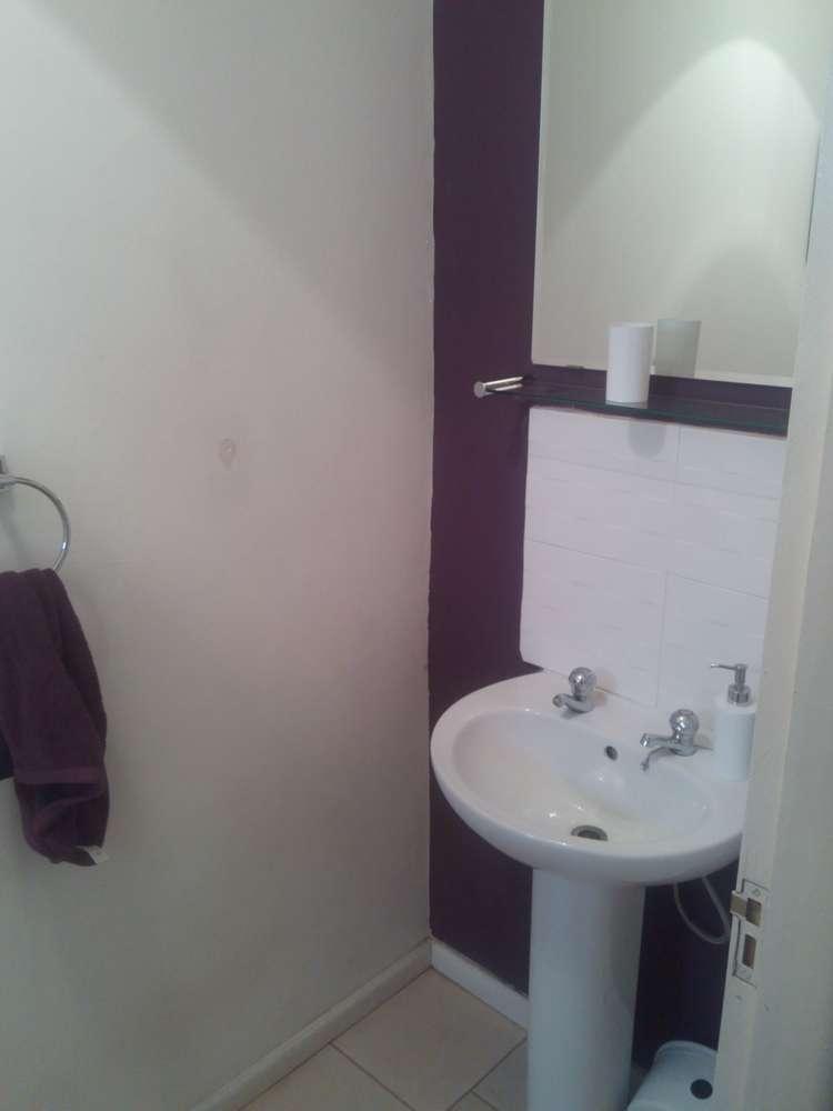 villa 2 bathroom sink