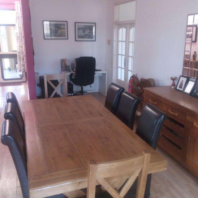 villa 2 kitchen table