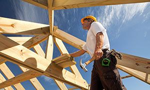 Professional builder in Platteville building a wooden roof
