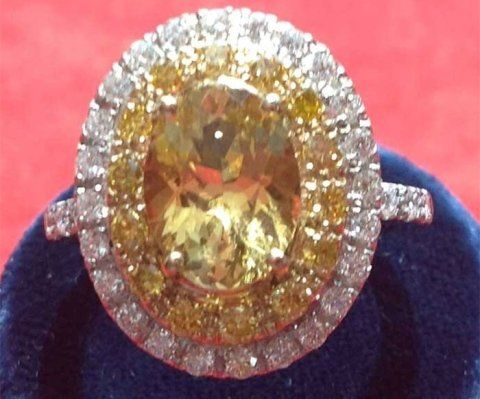 anello in danburite