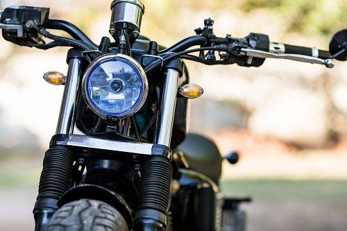Vista frontale della moto