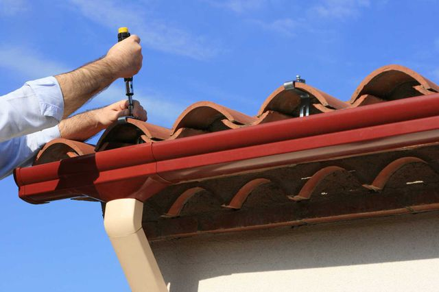 Man installing pvc rain gutter