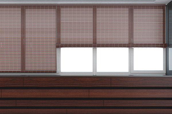 tende rotoli sulle finestre