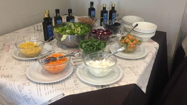 Insalata, verdure e mozzarelline
