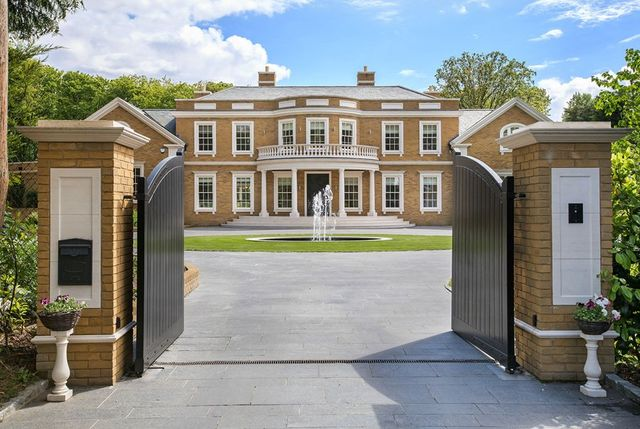 cancello di una casa grande