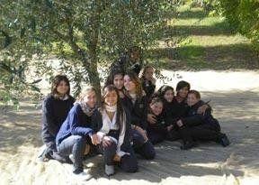 gruppo di ragazze di diversa età