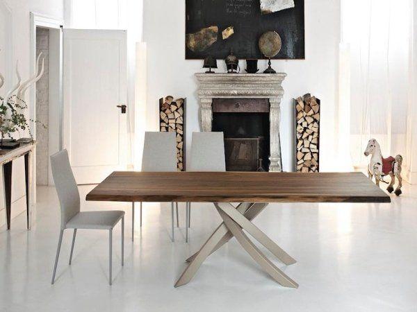 Tavolo da pranzo con finitura in legno