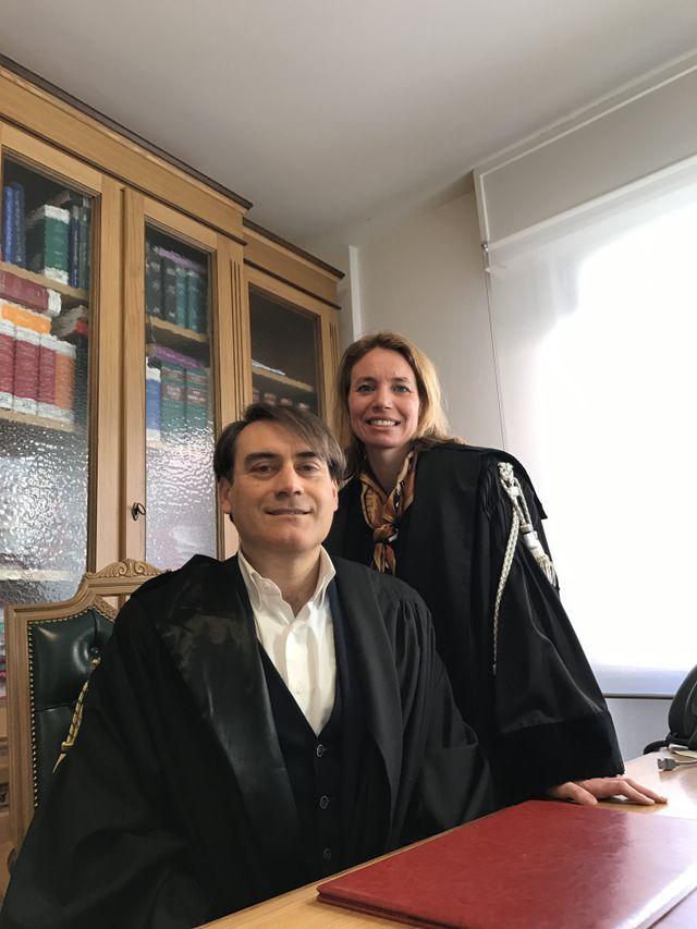 due avvocati in uno studio legale