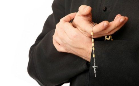 prete rosario organizzazione funerale