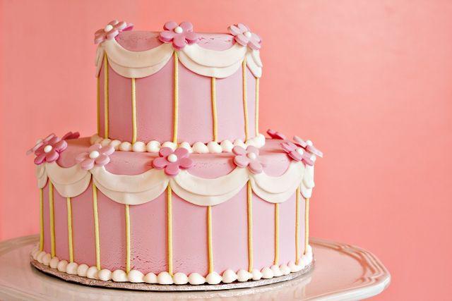 torta rosa su due piani