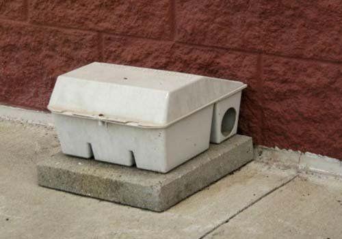 Primo piano di una trappola per topi di colore grigio