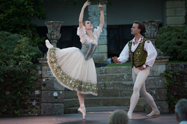 Ksenia Ovsyanick and Zdenek Konvalina dance at Hatch House 2016. Photo by Signe Roderik
