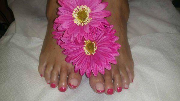 smalto sulle unghie dei piedi