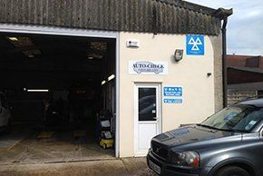 Mechanics - Marcham, Oxfordshire - Bob Nichols Vehicle Services - Garage