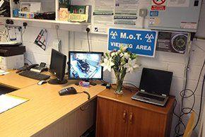 Car garage - Abingdon, Oxfordshire - Bob Nichols Vehicle Services - Car garage